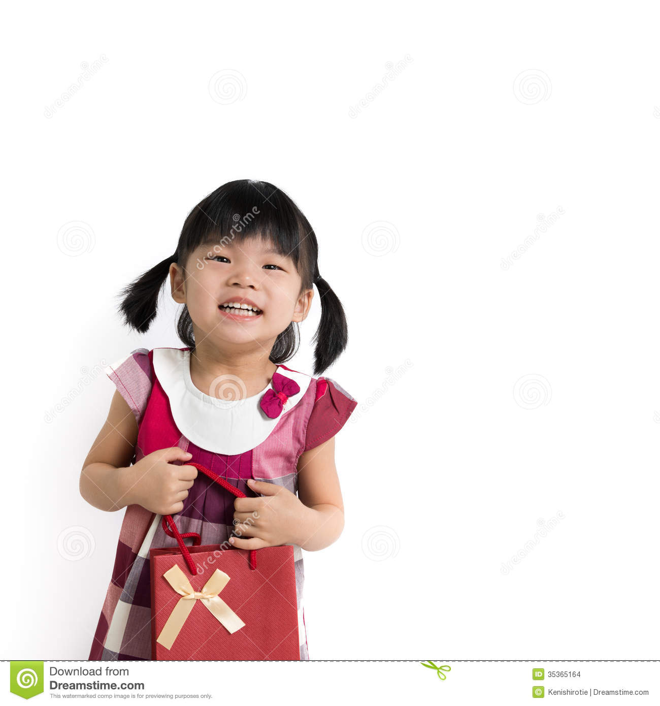 Le Meilleur Toddler Girl With Gift Bag Stock Images Image 35365164 Ce Mois Ci