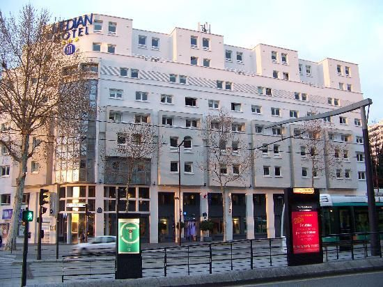 Le Meilleur Median Paris Porte De Versailles Hotel Is 220 Yards From Ce Mois Ci
