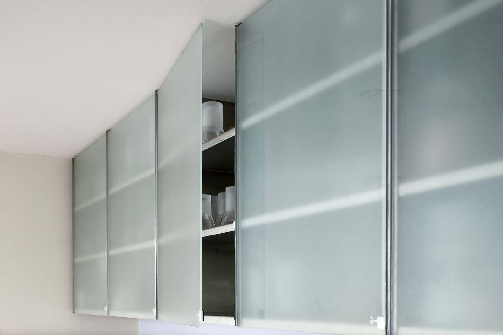 Le Meilleur Cool Frameless Glass Cabinet Doors With Bedroom Ideas Ce Mois Ci