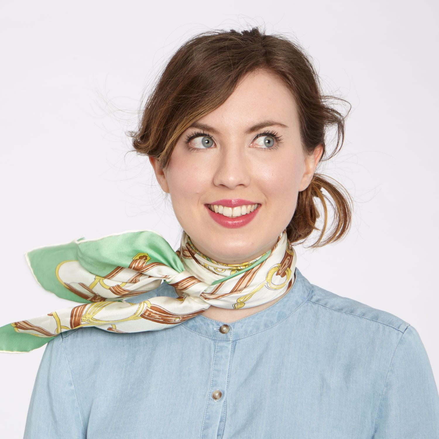 Le Meilleur How To Tie A Silk Scarf En 2018 To Sew Or Thrift Ce Mois Ci
