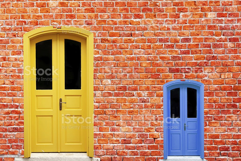Le Meilleur Big And Small Door Stock Photo More Pictures Of Ce Mois Ci