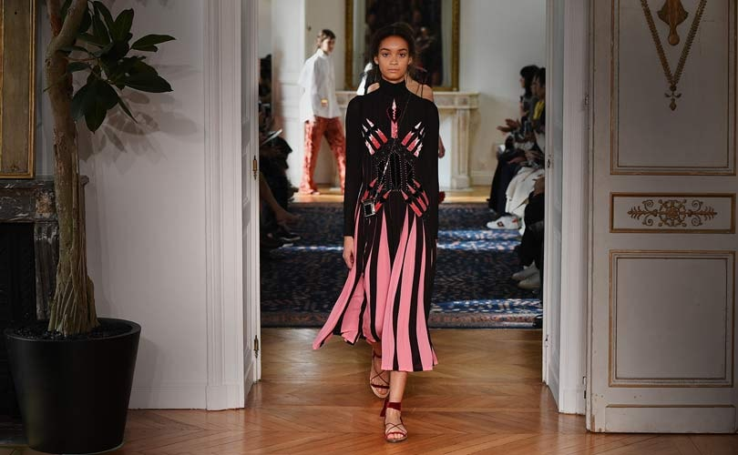 Le Meilleur Valentino And Yoox Net A Porter Group To Launch New Ce Mois Ci