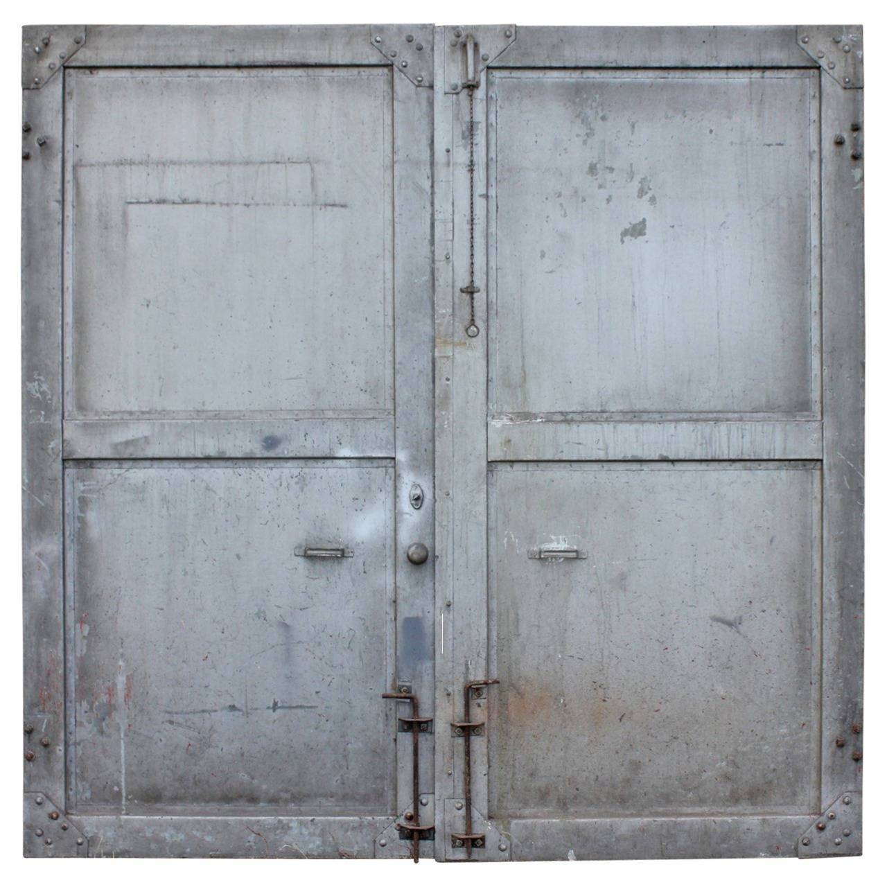 Le Meilleur Antique Double Metal Industrial Doors At 1Stdibs Ce Mois Ci