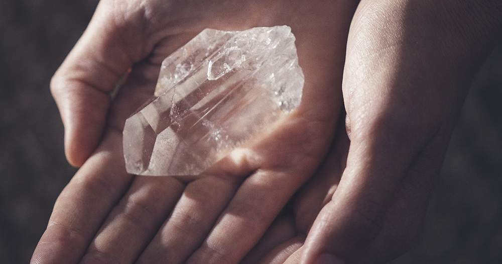 Le Meilleur Do Crystals Really Work Here's What You Need To Know Porter Ce Mois Ci