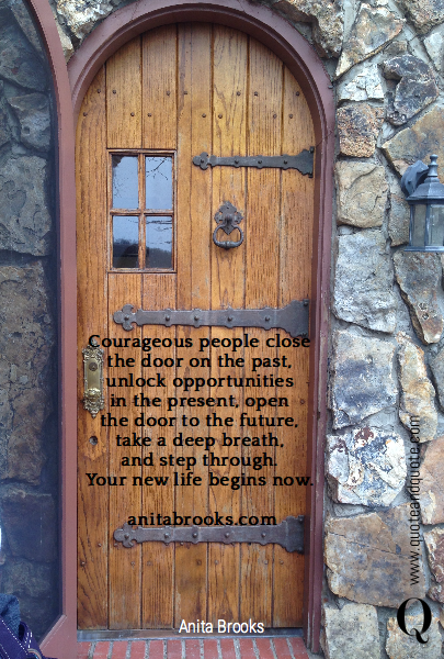 Le Meilleur Courageous People Close The Door On The Past Unlock Ce Mois Ci