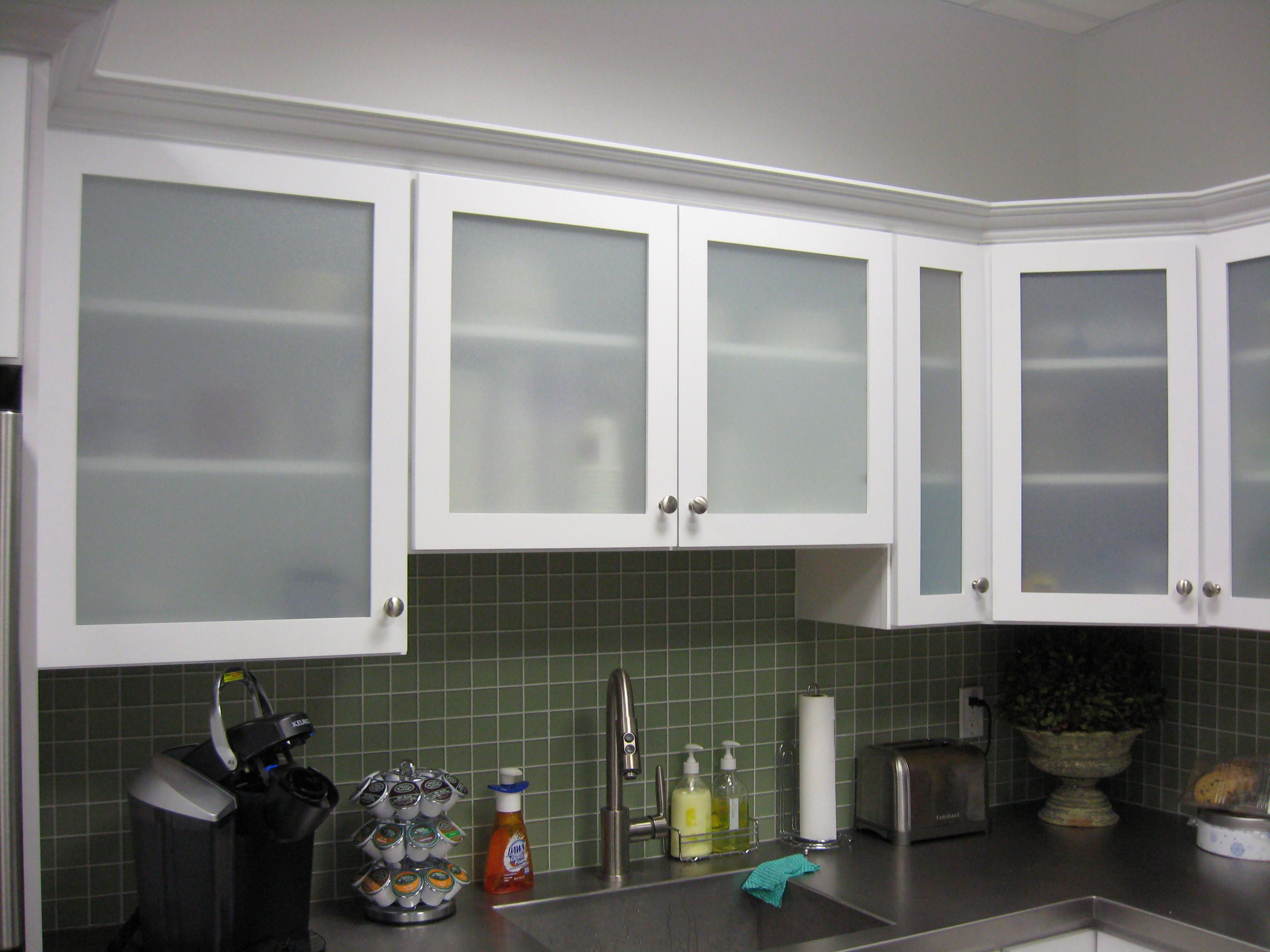 Le Meilleur White Kitchen Cabinets With Frosted Glass Doors Shayla S Ce Mois Ci