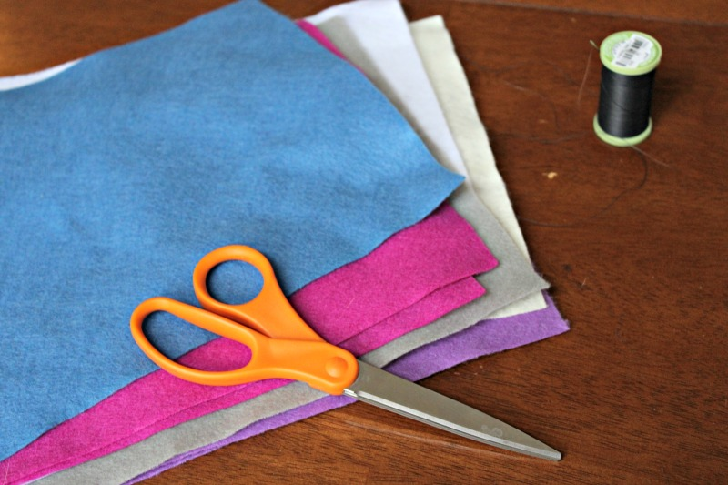 Felt Carnation Tutorial: Making felt flowers for a spring wreath is a fun and easy project.
