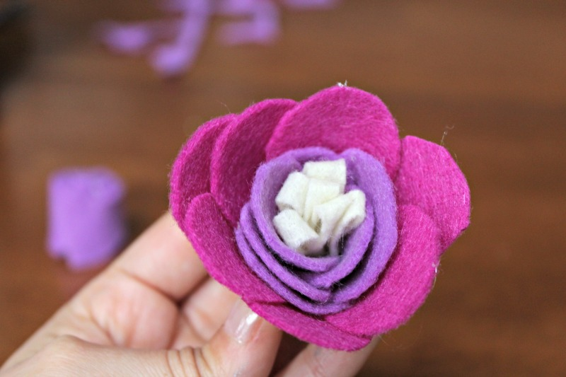 Felt Rose Tutorial: Making felt flowers for a spring wreath is a fun and easy project.