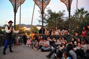 Un-juglar-se-aparece-en-la-Plaza-de-Armas-2-620x411 A celebration of music and art in Alamos ~ FAOT 2013