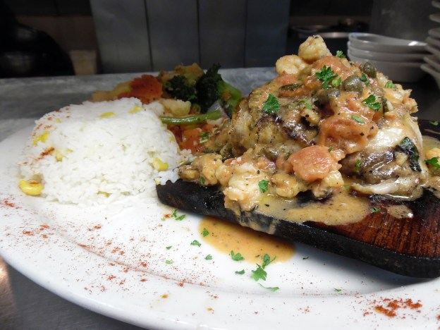 al capones seafood and pizzeria 005