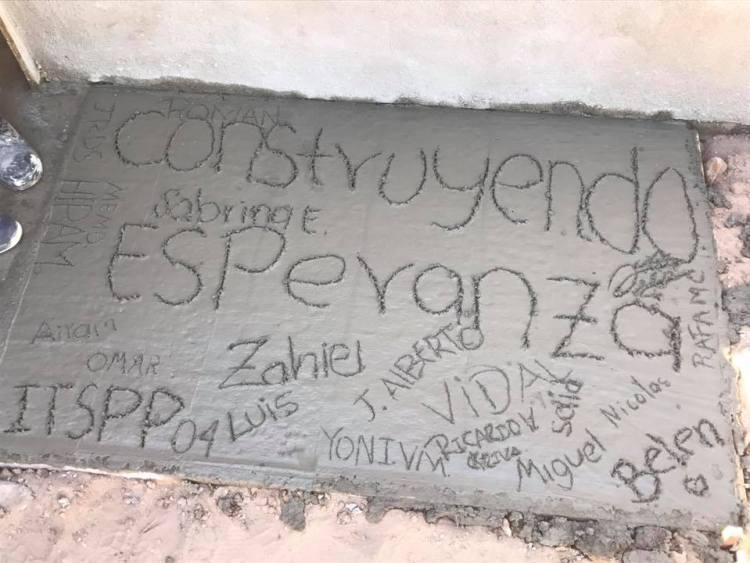 construyendo-esperanza Students from ITSPP help with home builds