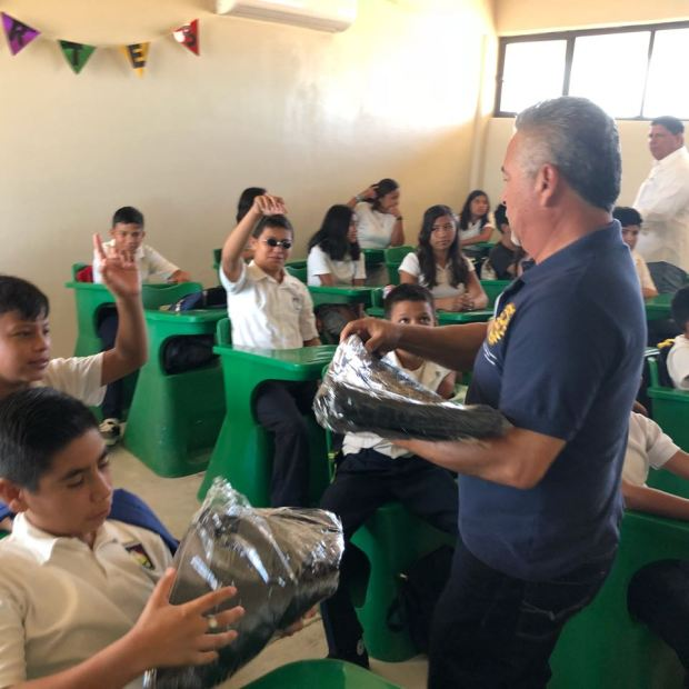 15 Peñasco Rotary Club delivers school supplies to local middle school