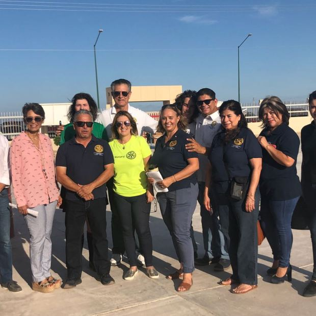 17 Peñasco Rotary Club delivers school supplies to local middle school