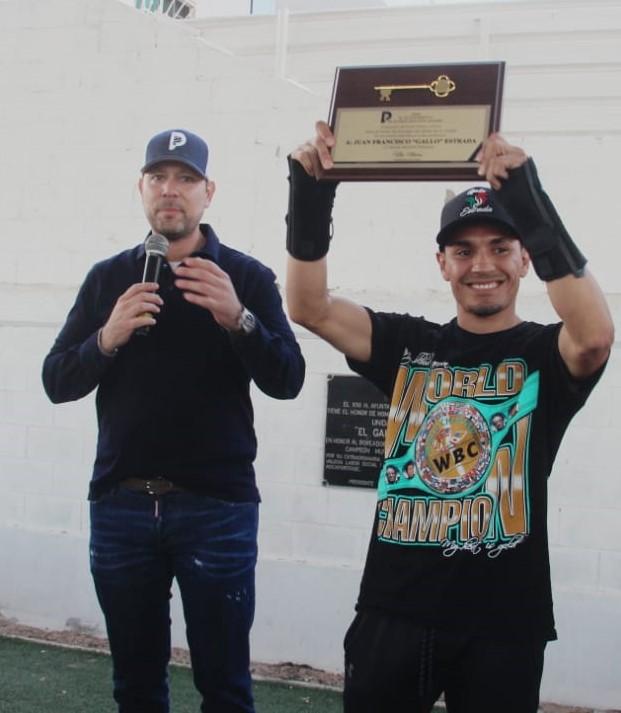 """gallo-3 Campeón mundial Juan Francisco """"El Gallo"""" Estrada recibe las llaves de Puerto Peñasco"""