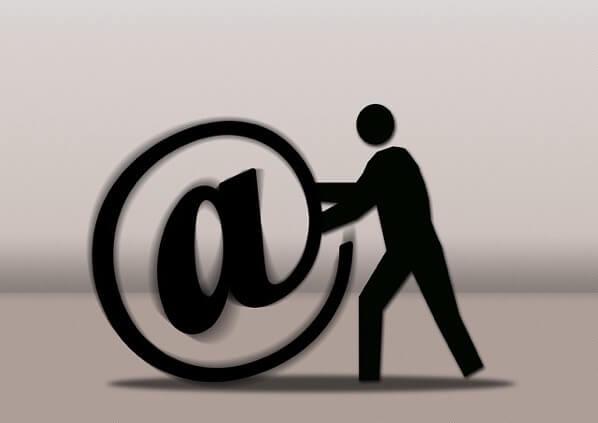 Emailのフィギュア