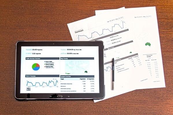 アクセスを分析したタブレットの画面