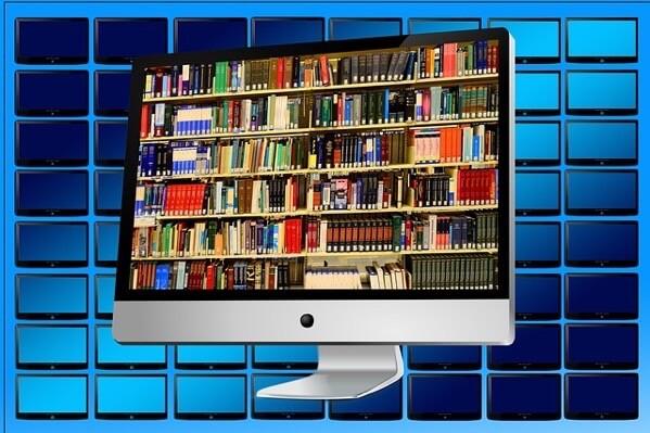 iMacに図書館が映っている