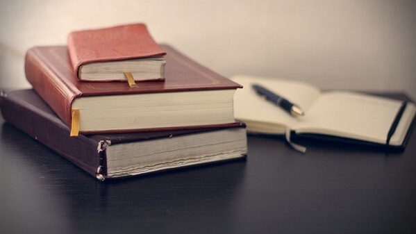 書籍とノートとペン