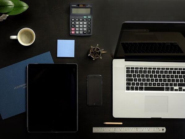 MacBookとタブレット