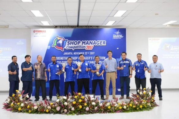 Awarding Juara National Shop Manager Competition