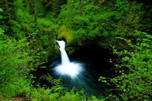 Punchbowl Falls along Eagle Creek, Columbia River Gorge National Scenic Area, Oregon, US