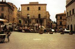 Assisi 04 (Piazza del Comune)