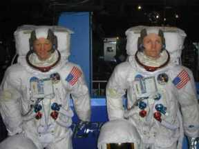 Mme Tussaud 41 (Armstrong & Gagarin)