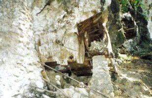 Tana Toraja 17 (hangende graven)