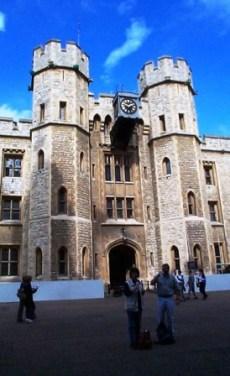 Tower of London 36 (museum met de koninklijke juwelen)