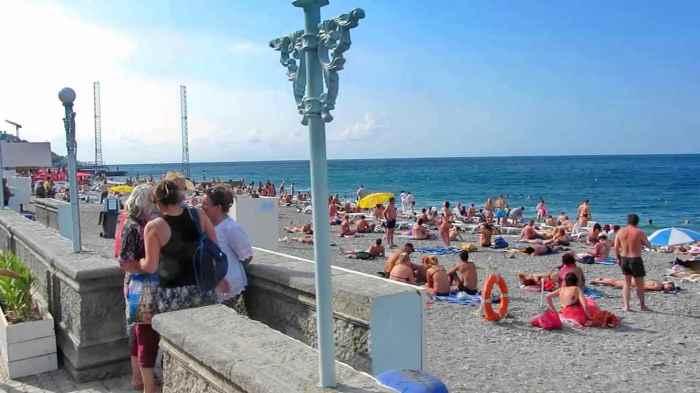 Фото пляжа у пристани Ялта