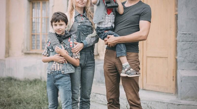 Family Retro Vintage Old Style Old  - Victoria_Borodinova / Pixabay