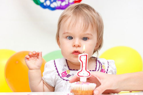 Развитие малыша в период от года до года и трех месяцев