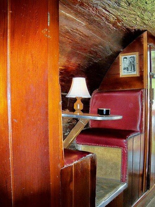 tora casa arvore one log house 3 Uma casa dentro de uma tora de árvore