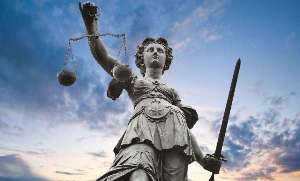 Muerte Civil del Abogado