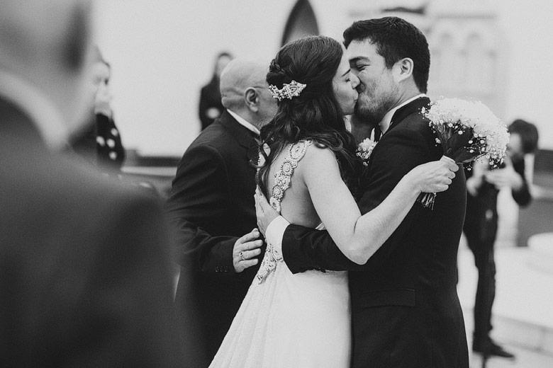 foto natural de casamiento en parroquia san patricio