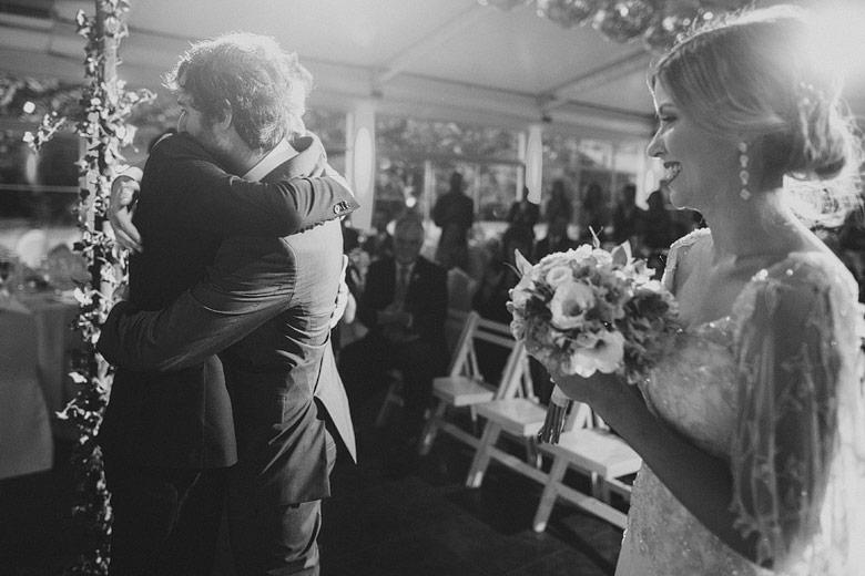 foto artistica de casamiento blanco y negro