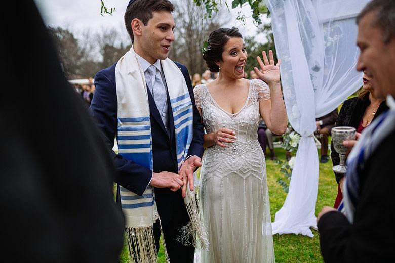foto espontanea de casamiento