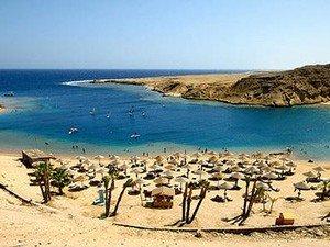 Пляж с белым песком Макади-Бэй