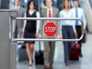 За что могут наложить запрет на выезд за рубеж гражданам РФ