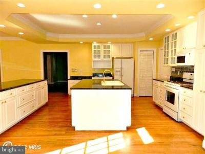 Custom Built 3 Level Townhouse Adjacent to Golf Course 3902 Corbin Hall Lane, Fredericksburg, VA Kitchen