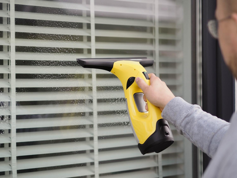 Jak umyć okna szybko, sprawnie i bez smug?- nasze sposoby na mycie okien w nowym domu.