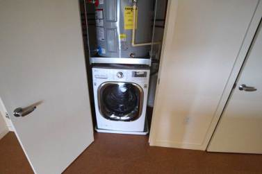 Energy efficient washe/condenser dryer