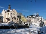 2012_12_08_Klingenthal_Kirchenturm_Rathaus