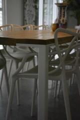 tafel-witte-stalen-poot
