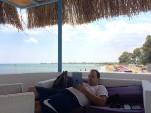 A perfect beach... and an iPad in my hands.