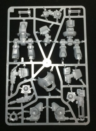 On to the Contemptor. It's designed primarily as a static model which explains why the main body is bisected.