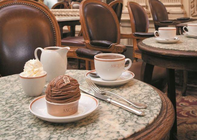 Tomar un café cuando llueve en París