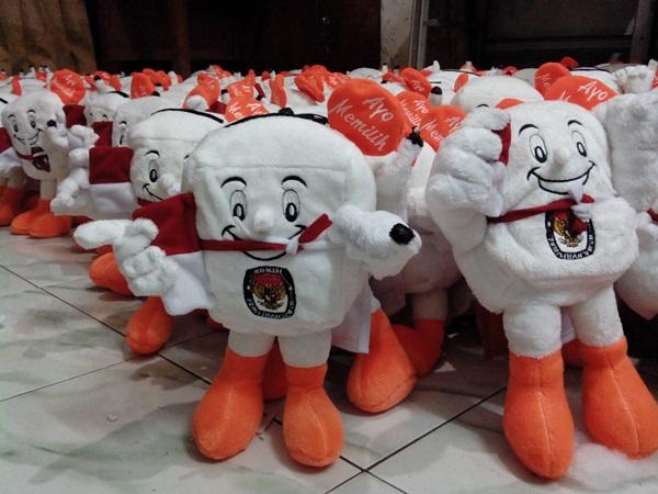 Dapatkan Hadiah GRATISS Boneka Maskot Pemilu 2014 Si KORA
