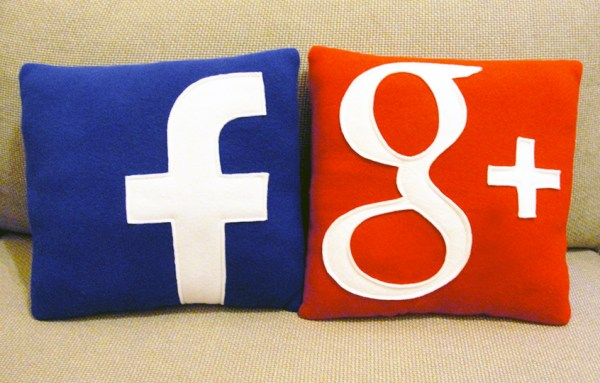 Bantal sosial media facebook dan google plus