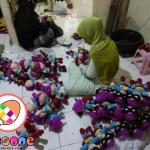 Proses Finishing Boneka Dagadu Yogyakarta